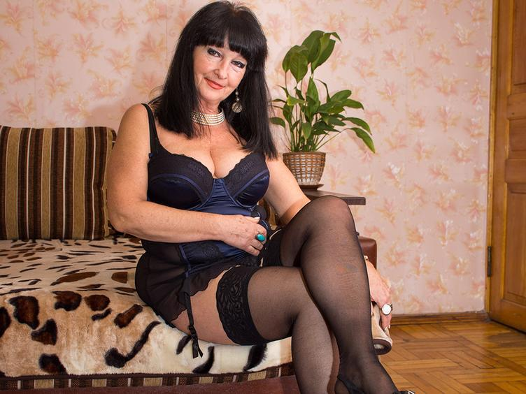 I am woman with open mind and hot fantacy. Let me show you what I got. Are your ready to play ?