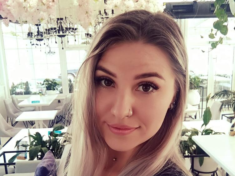 I`m a cute and sexy girl with a nice personality and cute smile COME HERE TO SEE A BEAUTIFUL GIRL.  IM SWEET AND SENSUAL, SMART AND YOU CAN TALK ABOUT EVERYTHING WITH ME !I AM SURE I CAN MAKE U A HAPPY MAN.