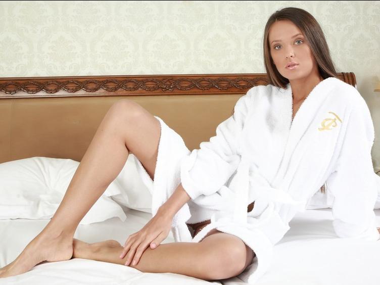 Ich mag es, jeden Tag Sex zu haben und ich bin jedes Mal sehr nass, wenn ich nackte Männer sehen und fühlen kann!
