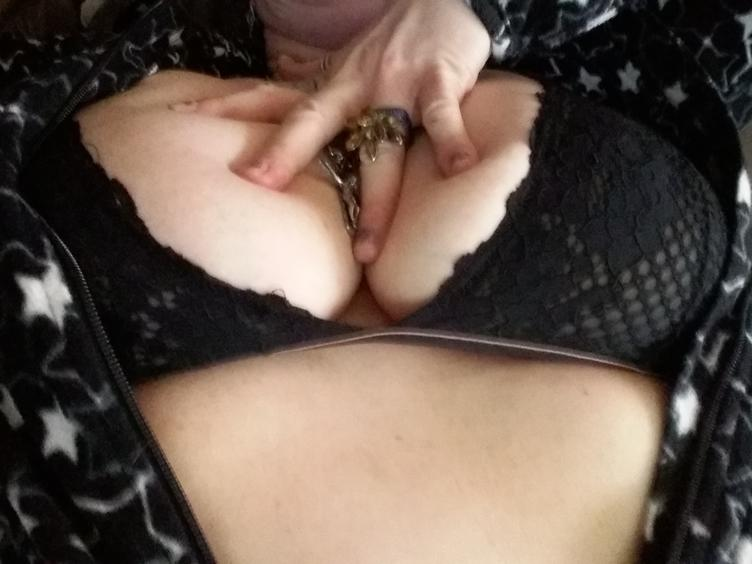 Anal-Sex, Dominant, Exhibitionismus, Oralsex, Outdoor, Rollenspiele, Schlucken