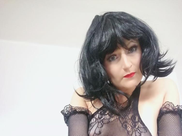 Hallo, ich bin Amy, bin immer geil. Du auch? Willst du mit mir spielen? Ich freue mich auf deinen geilen Besuch bei mir!