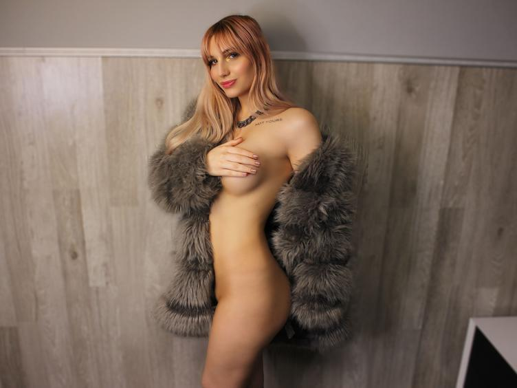 Hello i am Tyna a girl form the Uk, but originally from Russia if u wanna play with me let`s join... that`s why i am here