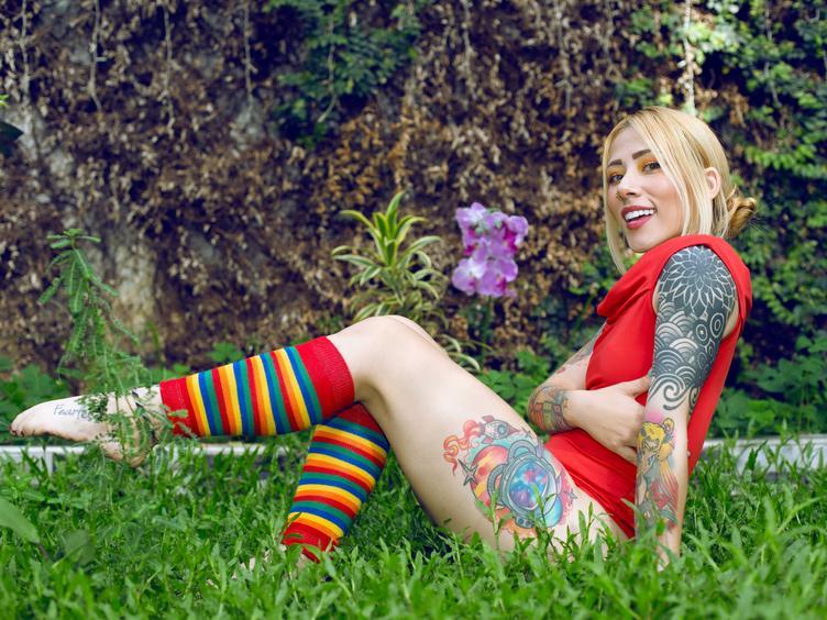 Hallo, du kannst mich Bunny Rabbit nennen, ich bin ein professionelles Webcam-Model aus Kolumbien, ich bin sehr unruhig, ich liebe es zu feiern und jeden Tag zu genießen, ich liebe Sex in jeder Hinsicht, besser wenn es hart und reich ist !!  Ich liebe es, all die Dinge zu genießen, die Sie mit mir teilen möchten.