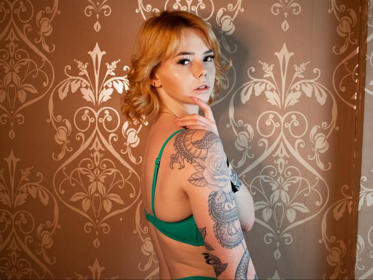 Devot, Exhibitionismus, Pornographie, Spanking, Tattoos