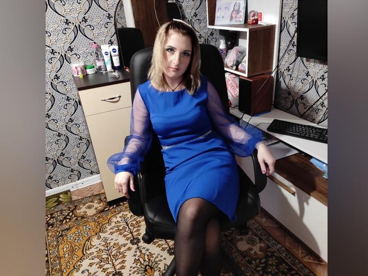 Welcome in my room, guys! I am a new girl, with a nice personality and great sense of humor. I love playing and trying new kinky things. Hope you will be curious to know me better and you will come into my room to have fun together