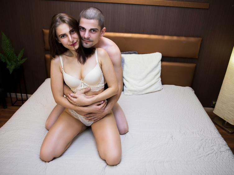 Anal-Sex, Dominant, Fesselspiele, Gangbang, Oralsex, Piercing, Sexspielzeug, SM-Sex, Tattoos, Live-Dates